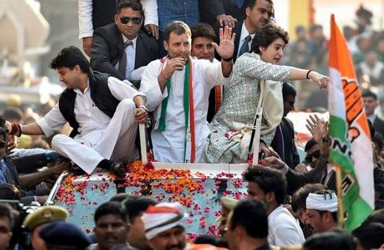 Rahul and priyanka on car in rely