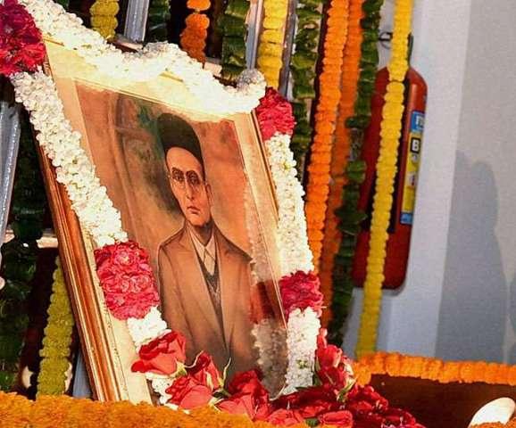 नोटों पर महात्मा गांधी की जगह सावरकर की तस्वीर