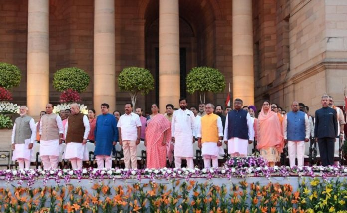 प्रधानमंत्री सहित 46 मंत्रियों ने हिंदी में शपथ ली