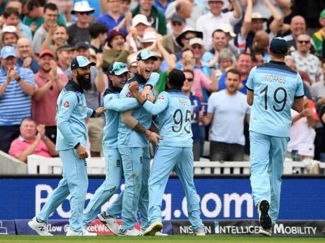 इंग्लैंड ने अपने पहले मैच में दक्षिण अफ्रीका को 104 रन से हराया