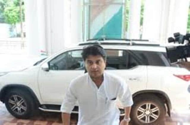ज्योतिरादित्य सिंधिया ने छोड़ा महासचिव पद