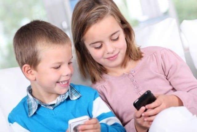 मोबाइल और इंटरनेट से आ रही बच्चों के सामाजिक कौशल में कमी
