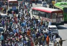 UP government sent buses to the border for people walking home from Delhi